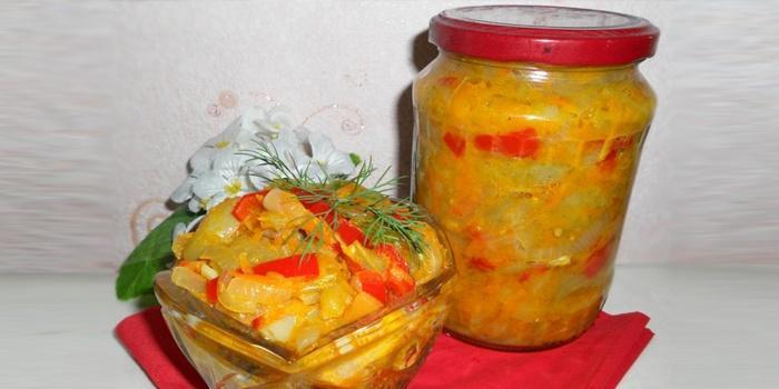 Салат из зеленых помидоров с морковью на зиму