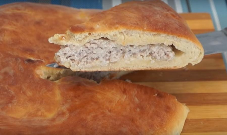 Мясной пирог по-деревенски: простой, сытный и вкусный