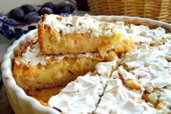 Изумительно вкусный яблочный пирог, ну просто тает во рту.