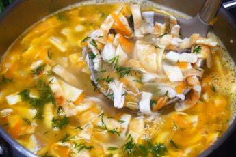 Лёгкий куриный суп с яичными блинчиками. Вкуснотище
