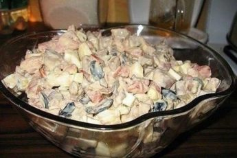 «Салат с куриной печенью и помидорами» – салатик, который должен попробовать каждый. Наше коронное блюдо