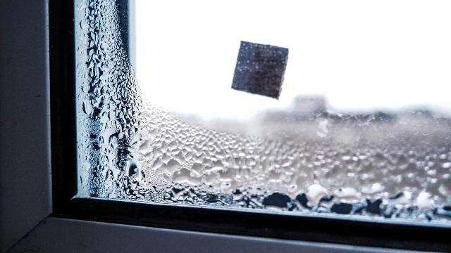 Больше не бегаем с тряпками и не вытираем конденсат на окнах. Наше решение подойдет всем 1