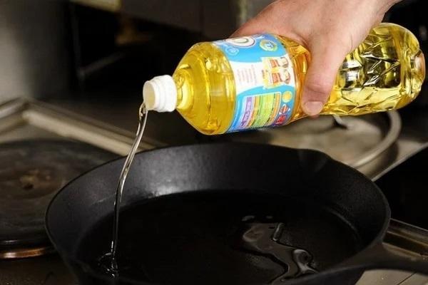 Хитрость, благодаря которой, масло во время жарки не брызгает во все стороны 1