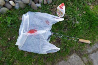Кладу грязную решетку после шашлыка в пакет, а достаю чистой: просто и эффективно 1