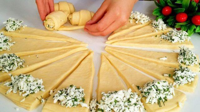 Потрясающий рецепт соленых рогаликов с сырной начинкой 1